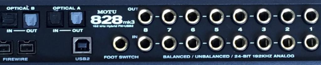 Le dos de la carte son MOTU 828Mk3 Hybrid avec les différents types de connexion