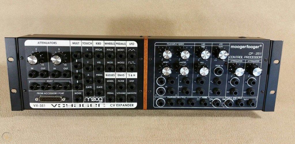 Rack contenant les 2 modules Moog VX351 et CP251