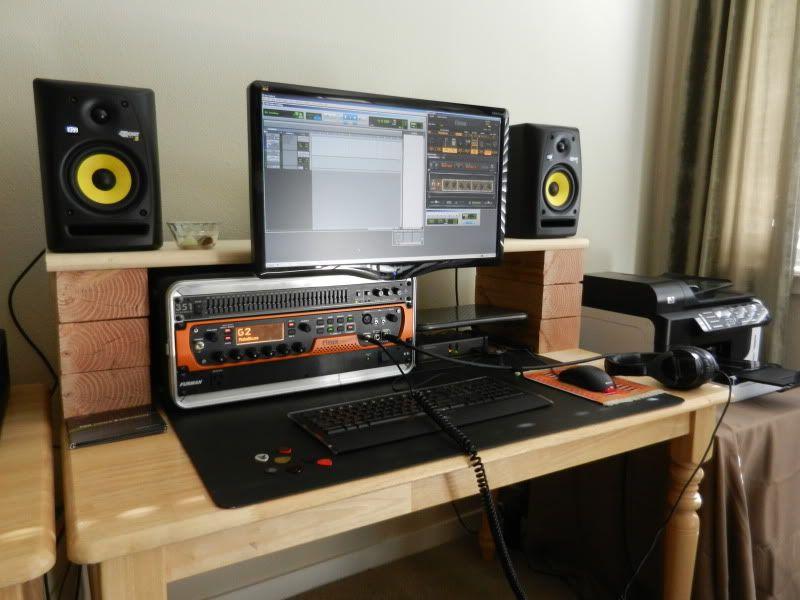 Un bureau home studio parpaing original