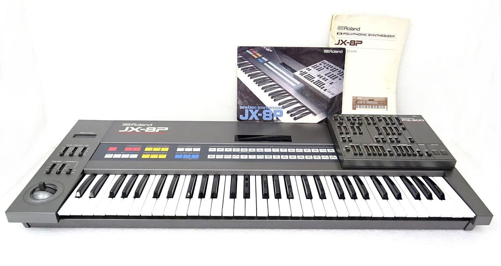 Un beau Roland JX-8P très complet, avec son mode d'emploi, son programmateur PG800