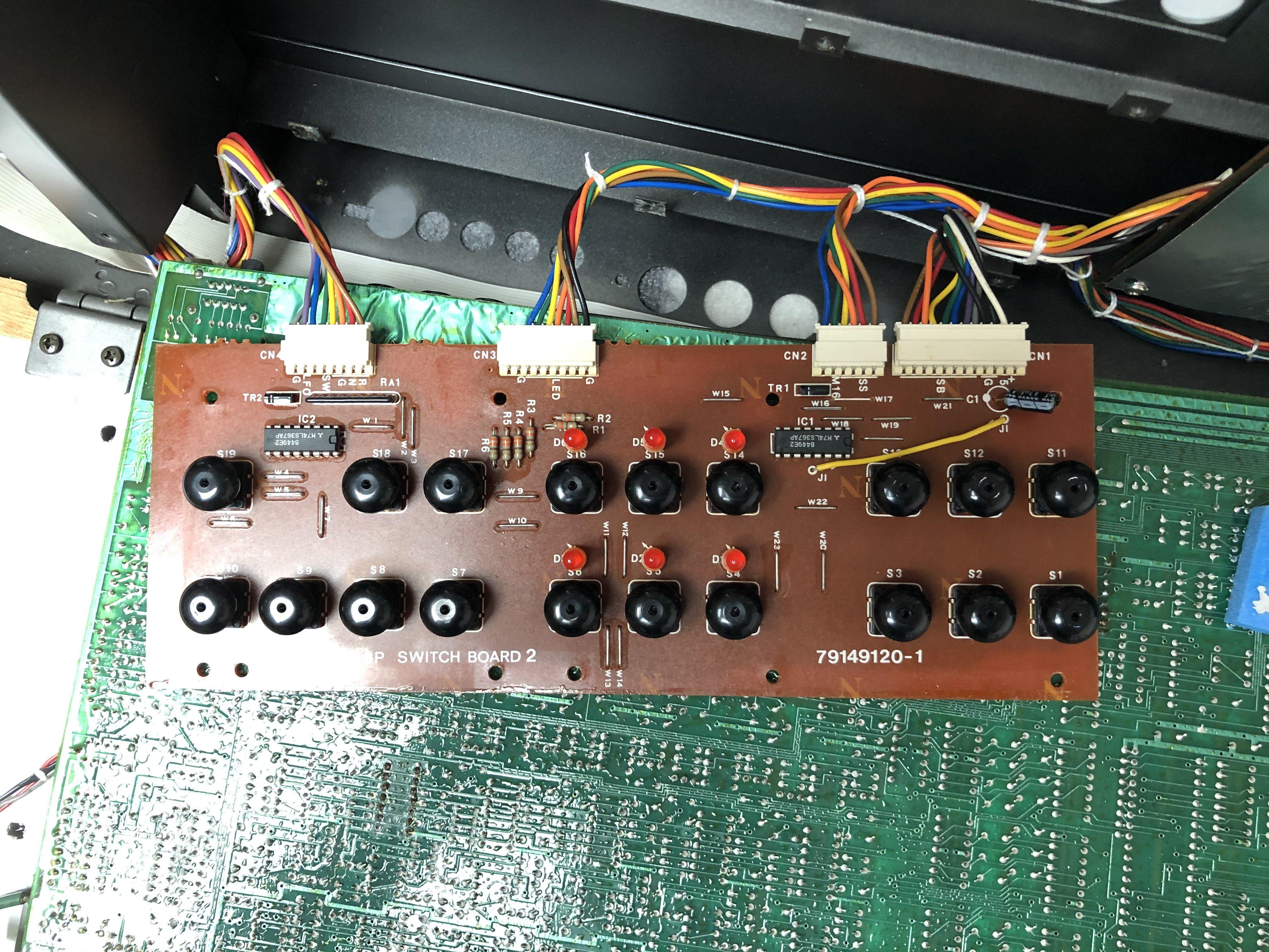 Photo de boutons membranes du Roland JX-8P