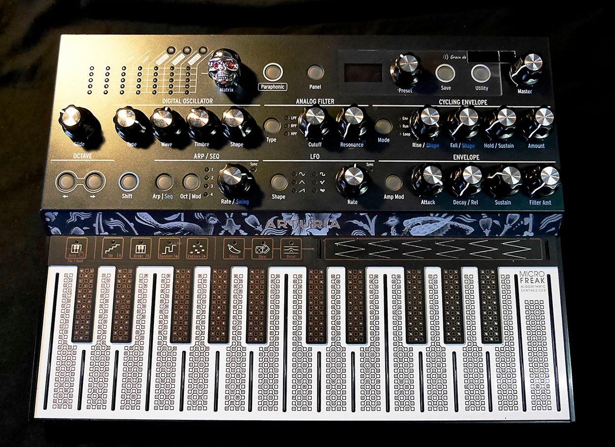 Custom Arturia Microfreak avec boutons style Moog