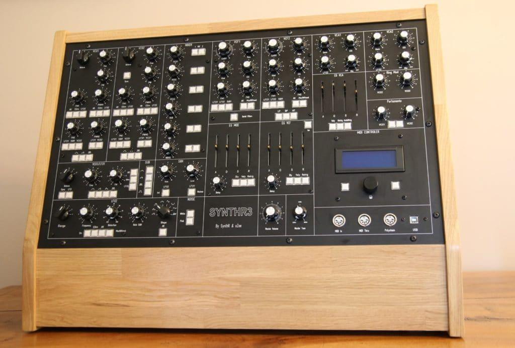 Synthétiseur SynthR3 autre vue - imposant !