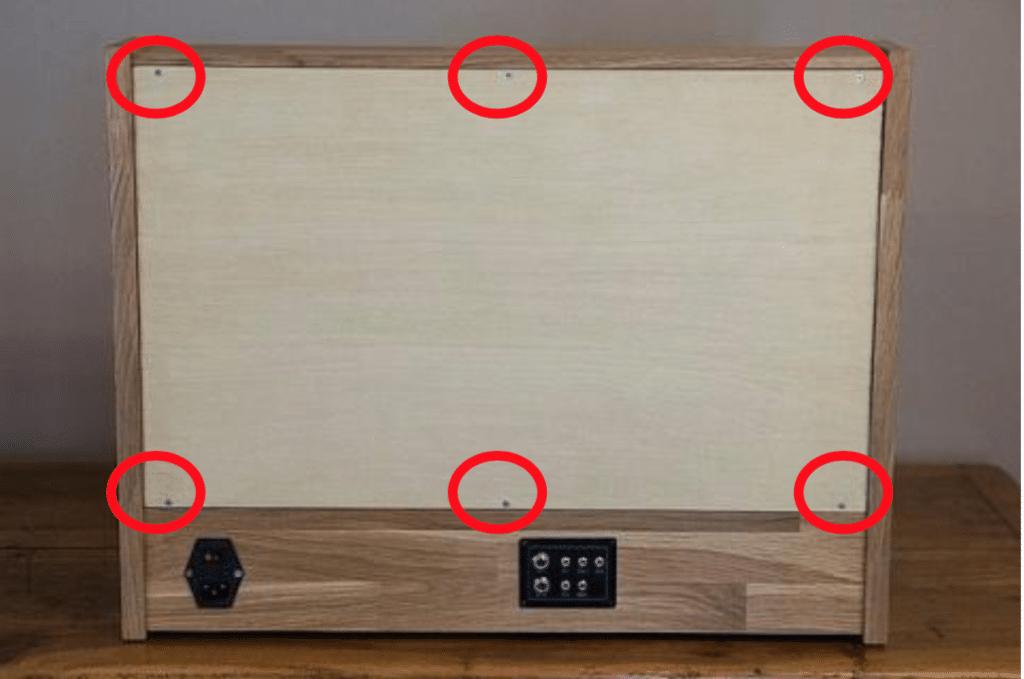 Emplacement des 6 vis pour permettre de changer de filtre