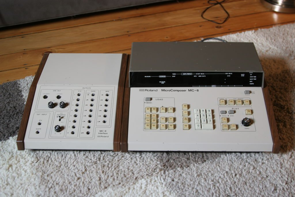 Le Roland MC8 avec son boitier de connexions