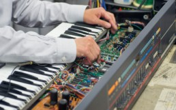 Bandeau Réparateurs de synthétiseurs