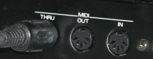 Les ports MIDI habituel IN OUT THRU
