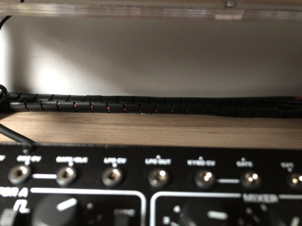 Des câbles regroupés avec une gaine